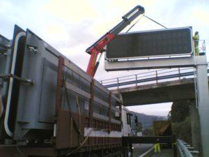 Instalación paneles autopista Galicia