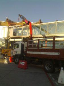 Trabajo en Aeropuerto Adolfo Suárez T4 - Estructura para aire acondicionado