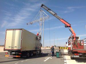 Operarios realizando instación de Spot Volvo