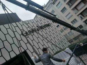 Trabajo grúa Gunni & Trentino fachada