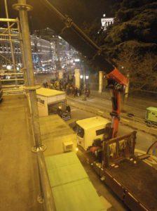 Trabajo grúa montaje luces Navidad en Plaza Cibeles vista superior 2